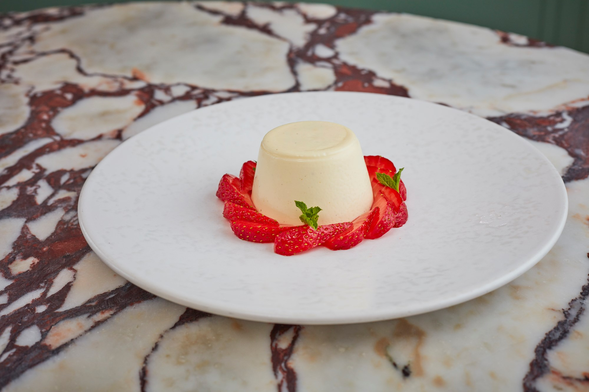 200811 daphne strawberrypannacotta 21